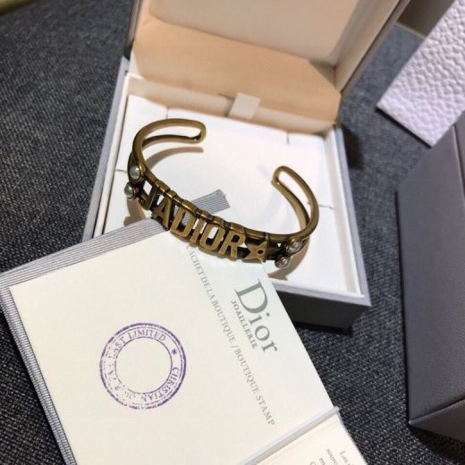 2021 Popular Christian Dior J'ADIOR Pattern White Pearl Charm Classic Antique Brass Hollowed-out Cuff Bangle Lady Fashion Jewellery